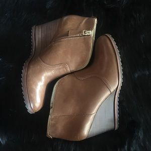 Dr Scholl's INDA Soft Tan Leather Booties